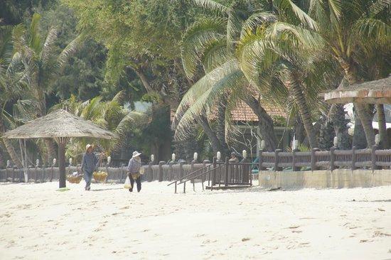 The Regent Cha Am Beach Resort: Meeresseite vom Hotel