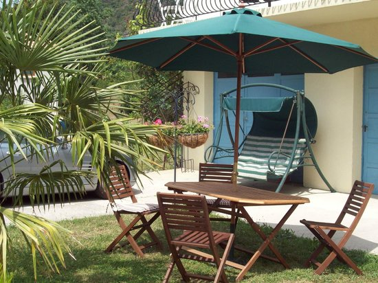 La Riviere Lune Chambre d'Hote : one of the outside seating areas
