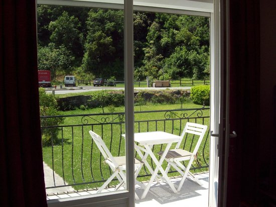 La Riviere Lune Chambre d'Hote : view from the dining room onto the balcony