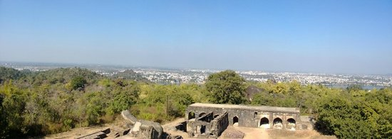 Hotel River View: Panaromic view of Jabalpur from top of Madan Mahal Fort