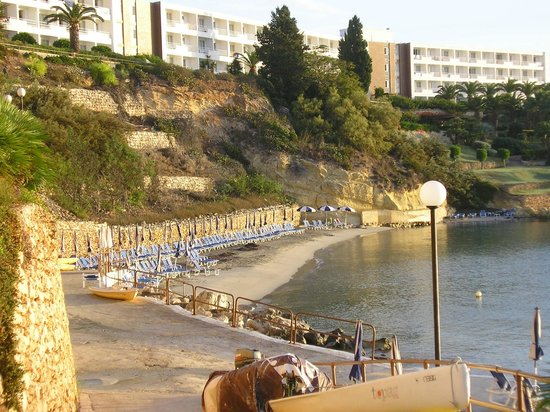 Mellieha Bay Hotel : The lovely little bay beach, idyllic for swimming