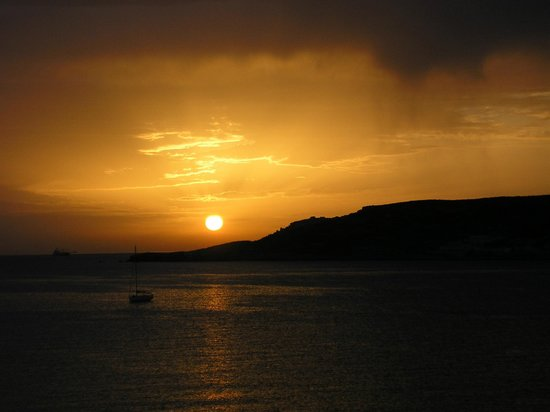 Mellieha Bay Hotel : Extraordinary sunrise every day.