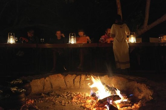 Thakadu River Camp : Romantic Boma evening