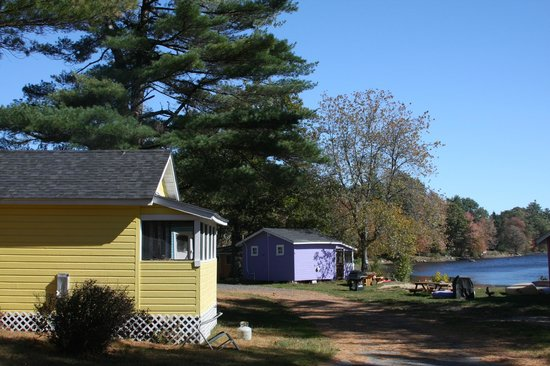 The Cottages at Harvey Lake: Yellow Cottage