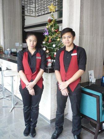 FX Hotel Metrolink Makkasan : Unico Hotel restaurant staff