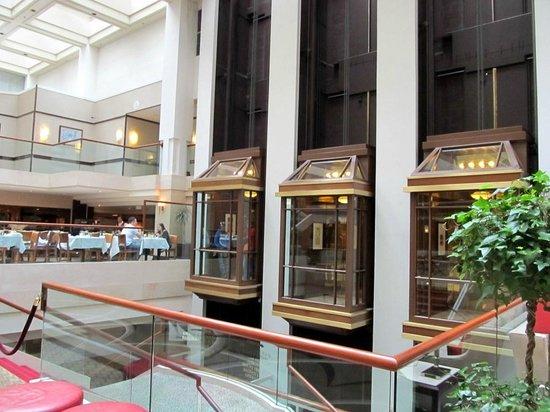 Washington Court Hotel : Elevators