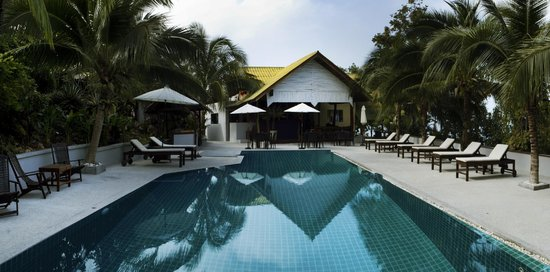 Tantawan Bungalow: Swimming Pool &  Bar