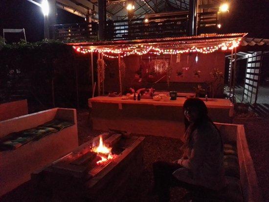 Ban Lom Jen Homestay: BBQ / kitchen outside