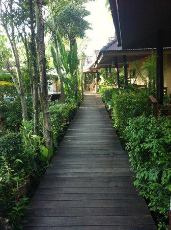 Sunda Resort: walkways