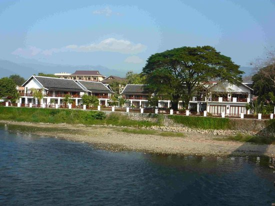 Riverside Boutique Resort: View of the Riverside Boutique Hotel from the other side of the river