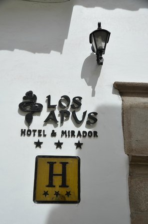 Los Apus Hotel & Mirador: The main entrance