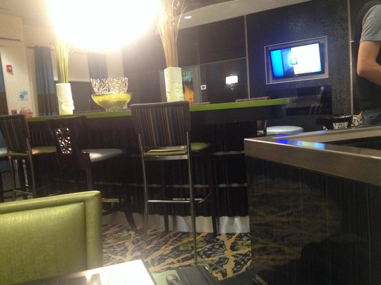 Holiday Inn Express Hotel & Suites Kansas City Airport: Eating area