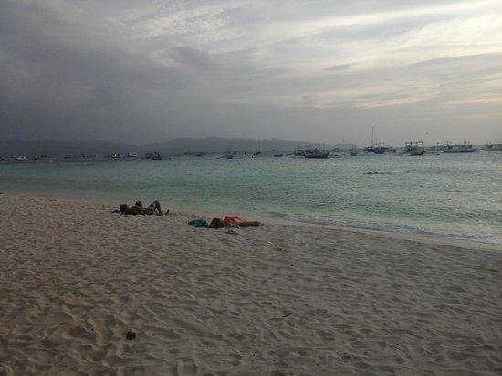 Bei Kurt und Magz: Southwesterly View of Station Three Beach from Kurt's