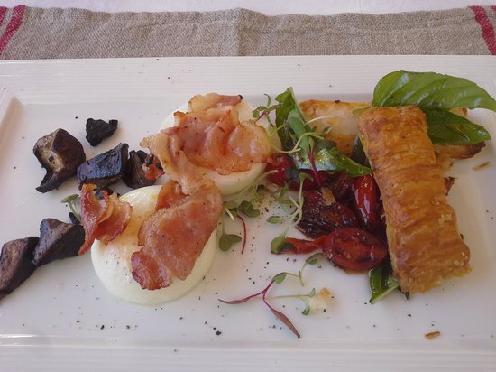 Vineyard Country House: second course breakfast