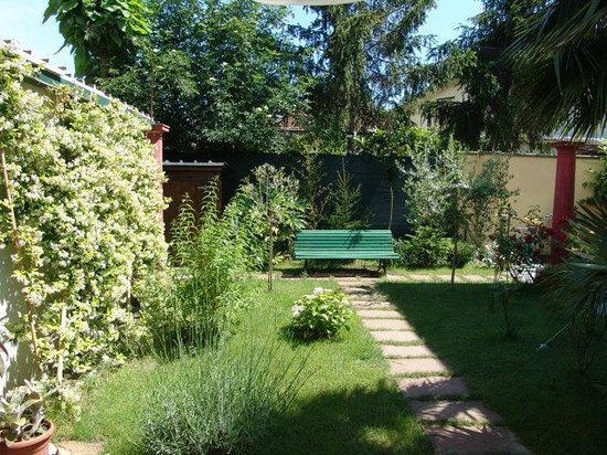La Favola Bed & Breakfast: giardino