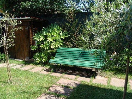 La Favola Bed & Breakfast: zona giardino
