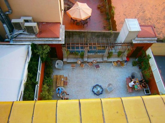 Casa Gracia Barcelona Hostel: view from my room :-)