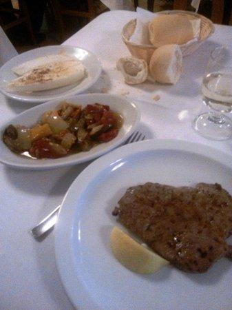 Trattoria al Cavallino Conche srl : bistecca di puledro, peperonata e polentina