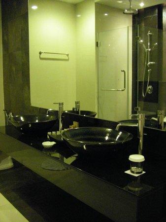 Cape Panwa Hotel : Bathroom in Junior Suite