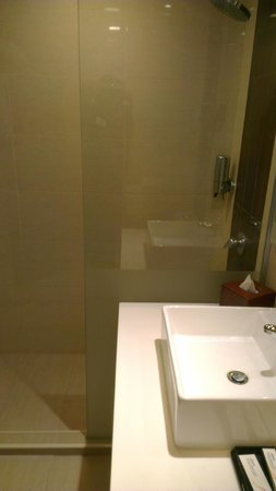 Ramada Gurgaon Central: Bathroom view 2