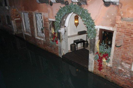 Aqua Palace Hotel: Entrata dal canale