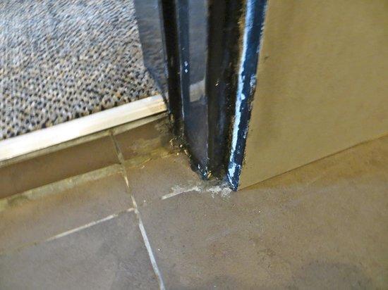 Furama Bukit Bintang: water damage/peeling paint