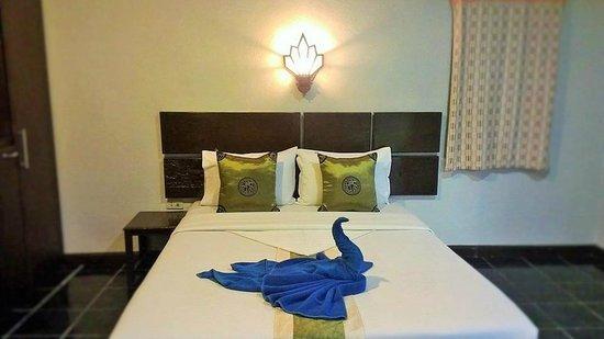 Full Moon House & Resort : ห้องแอรืเตียงเดี่ยว