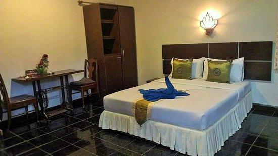 Full Moon House & Resort : โรงแรมและบริเวณโดยรอบ