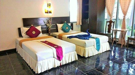 Full Moon House & Resort : ห้องแอร์เตียงคู่