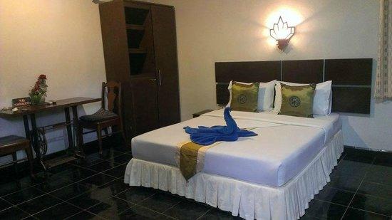 Full Moon House & Resort : ห้องแอร์เตียงเดี่ยว