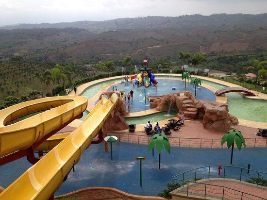 Hillary Nature Resort & Spa: Vista Tobogan Niños