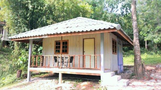 Full Moon House & Resort : ห้องบังโลไม้หลังใหญ่