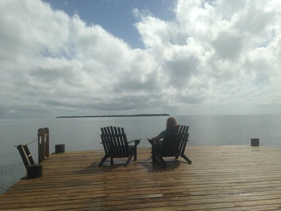 Singing Sands Inn: Relaxing at the pier