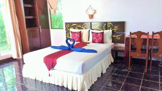 Full Moon House & Resort : ห้องแอร์ เตียงเดี่ยว