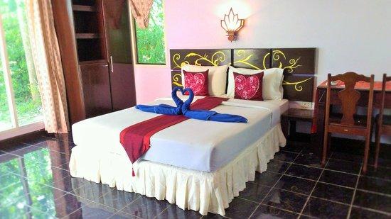 Full Moon House & Resort: ห้องแอร์เตียงเดี่ยว
