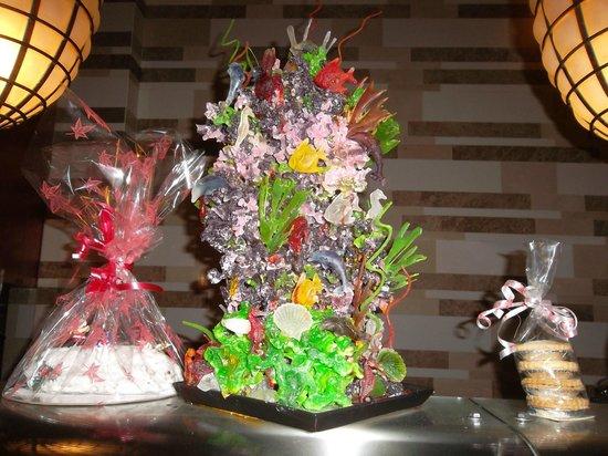 Tilal Liwa Hotel: Decorative food for Christmas