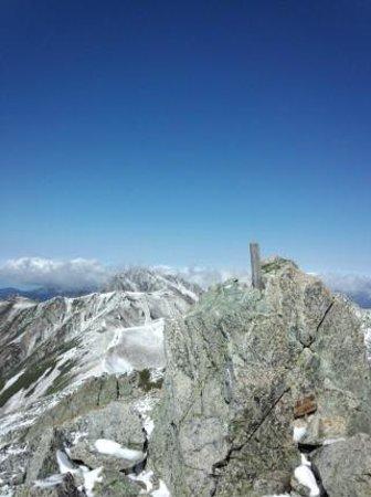 Mt. Tateyama: 大汝山から遠くに剣岳をのぞむ