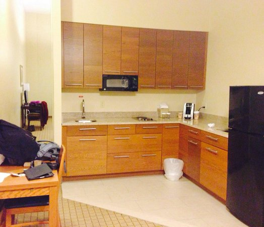 Pointe Plaza Hotel: Suite Kitchenette!