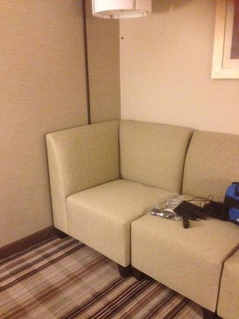 Holiday Inn Gaithersburg: Sofa area
