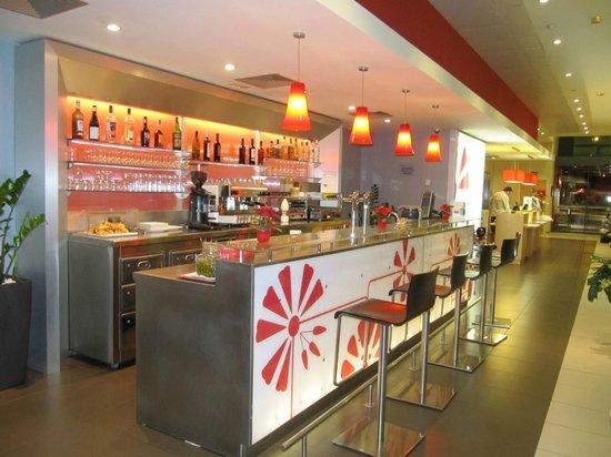 Ibis Barcelona Mataro: Il bar