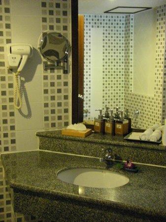 Karon Sea Sands Resort & Spa: Bathroom
