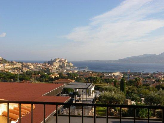 La Villa : vue depuis la terrasse de la suite