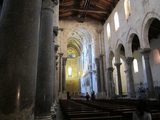 Duomo di Cefalu: Duomo (Cefalu) ・・・整然とした堂内