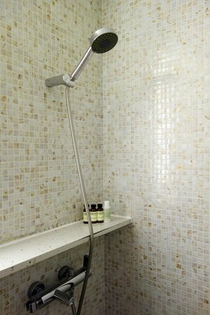 Naumi Liora : Liora Quaint room - Shower
