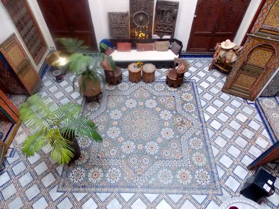 Riad Idrissy : The view of the interior courtyard from the Mezzanine room.