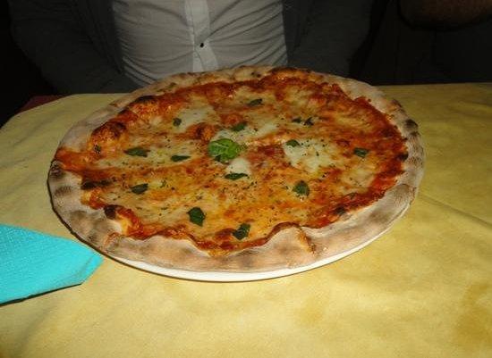 Ristorante Italiano AL CIRCO: Pizza regina margherita doppia mozzarella!!!