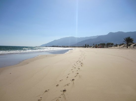 Sifawy Boutique Hotel: Beach near seafood restaurant