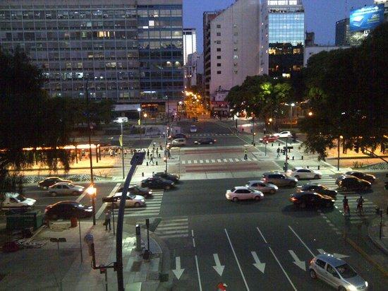 Salles Hotel: Vista desde la ventana a las 9pm