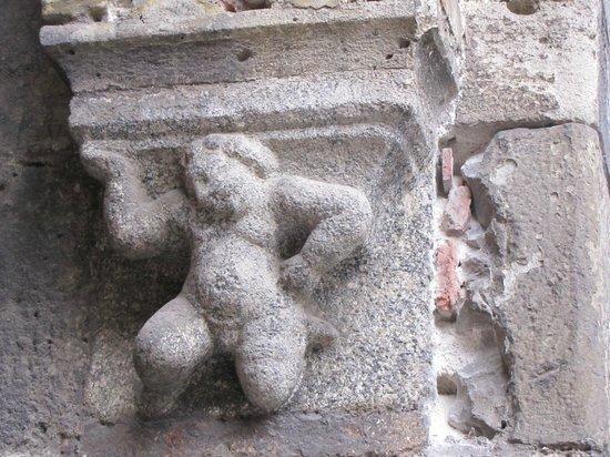 Piazza Mercanti: capitello