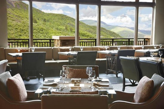 Eight K Restaurant : Mountain Views